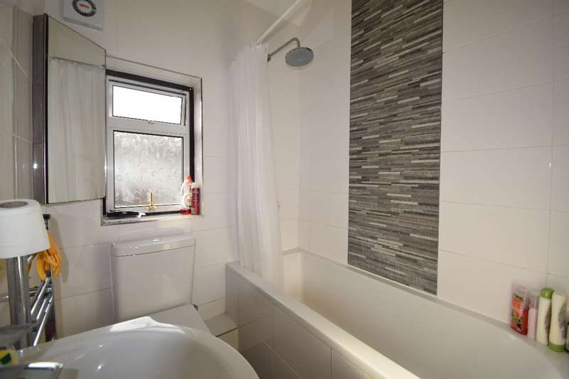 3 Bedrooms Terraced House for rent in Windermere Road, Croydon