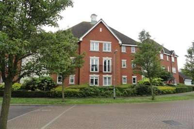 2 Bedrooms Flat for rent in Wickham Crescent, Chelmsford, CM1 4WD