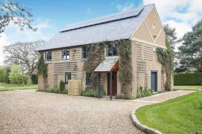 4 Bedrooms Detached House for sale in Threaphurst Lane, Hazel Grove, Stockport, Greater Manchester