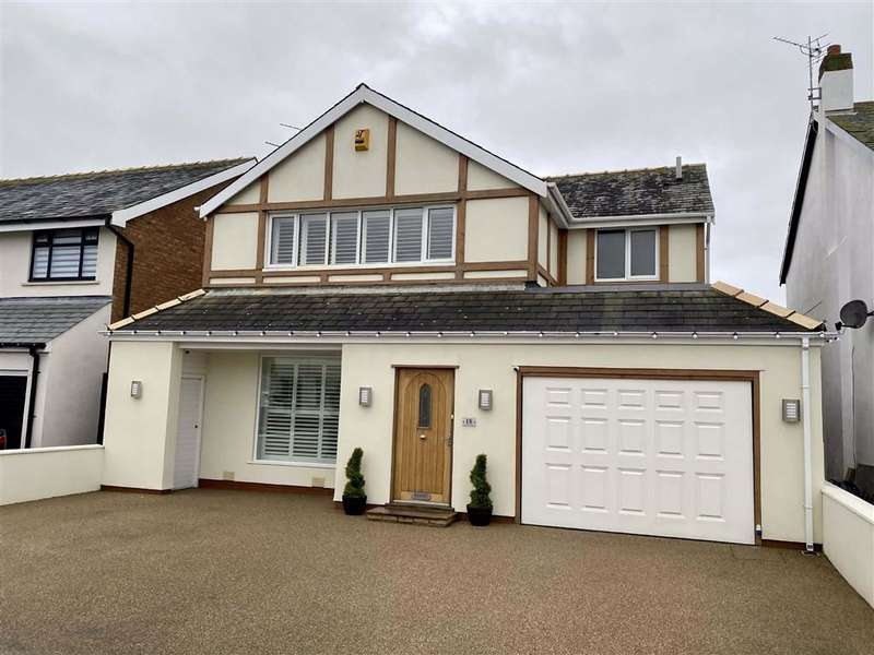 3 Bedrooms Detached House for sale in Freemantle Avenue, Blackpool