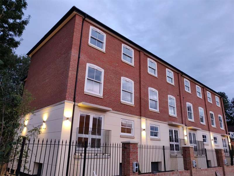 2 Bedrooms Flat for rent in St Stephens Road, Canterbury, CT2
