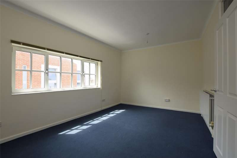 3 Bedrooms Flat for rent in a Bury Street, Abingdon, Oxfordshire, OX14