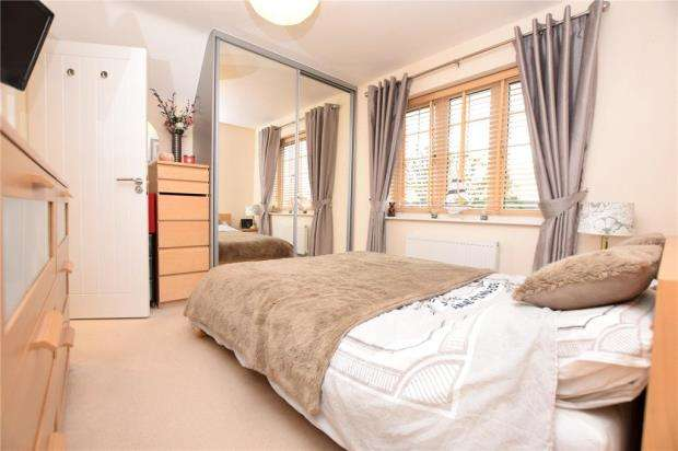 2 Bedrooms Apartment Flat for sale in Henderson Way, Witham, Essex