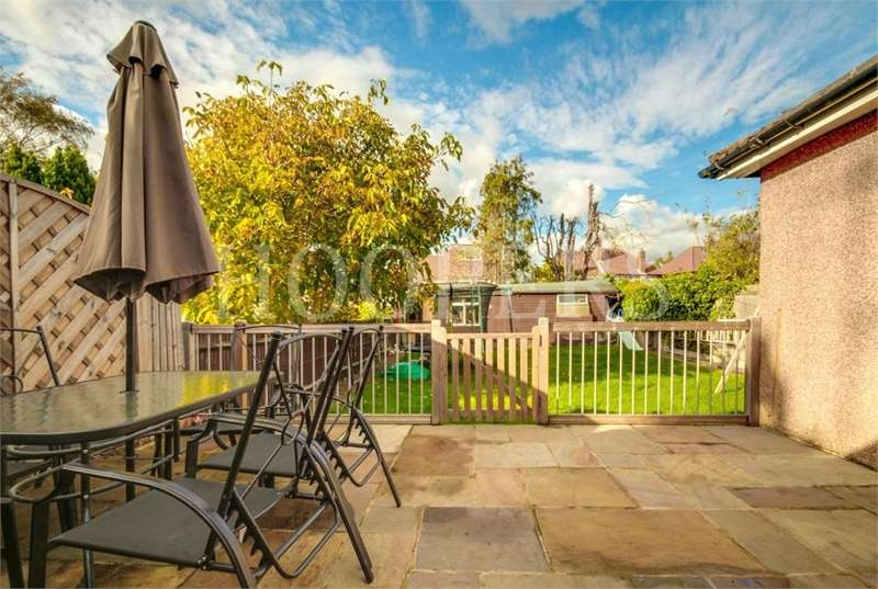 4 Bedrooms Semi Detached House for sale in Paddock Road, London