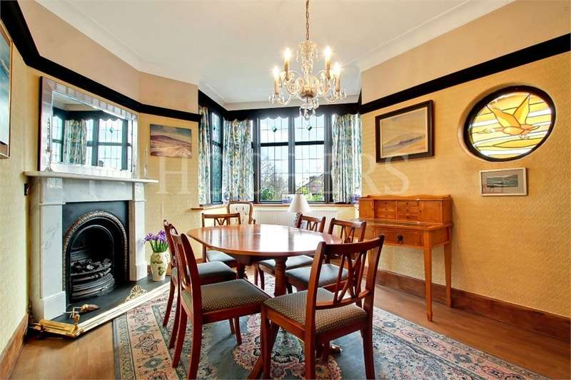 4 Bedrooms Semi Detached House for sale in Homestead Park, London
