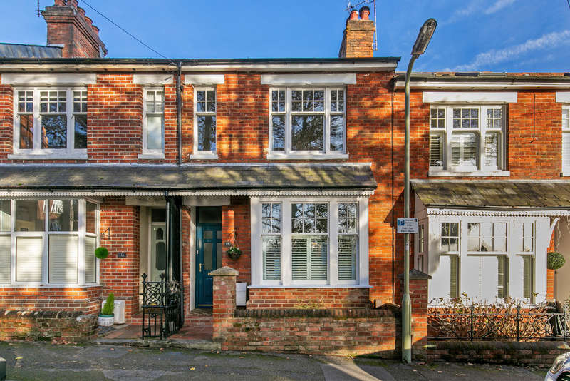 3 Bedrooms Terraced House for sale in Owens Road, Fulflood, Winchester, SO22