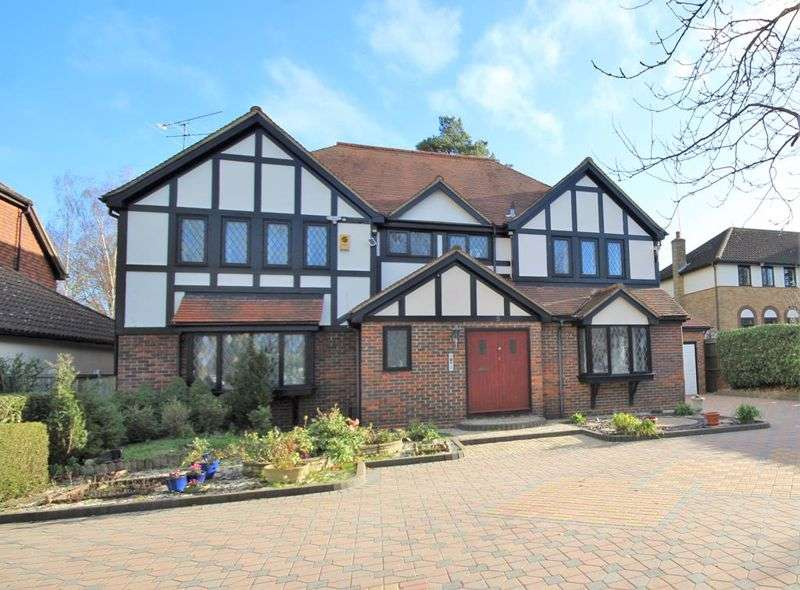 5 Bedrooms Property for sale in Roundwood Avenue, Hutton Mount, Brentwood