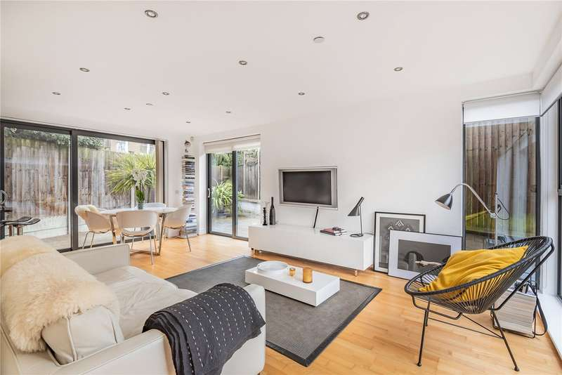 2 Bedrooms House for sale in Lincoln Mews, London, N15