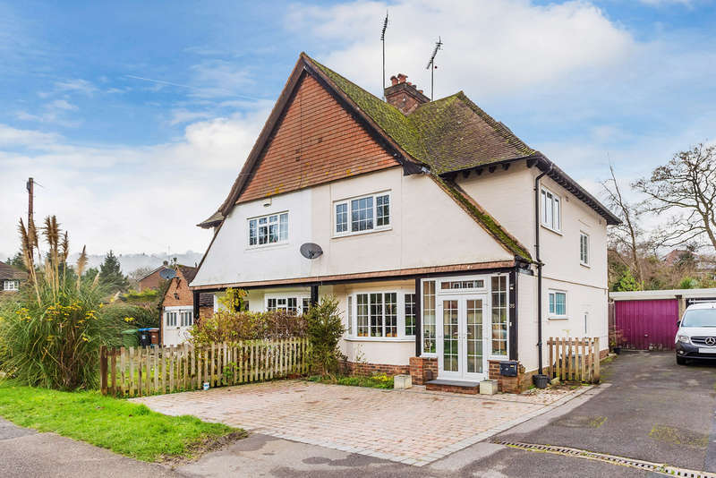 4 Bedrooms Semi Detached House for sale in Gordons Way, Oxted