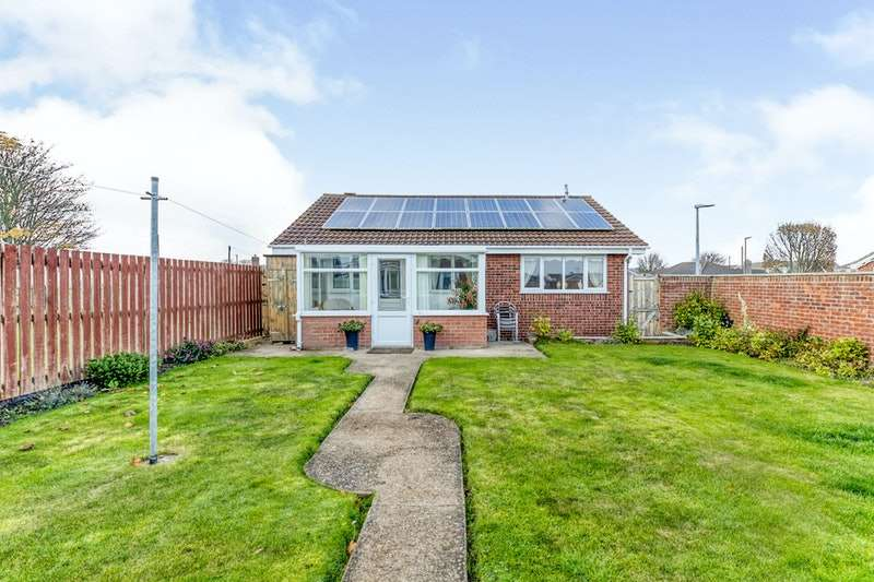 2 Bedrooms Bungalow for sale in Billinghay Court, Cleethorpes, Lincolnshire, DN35
