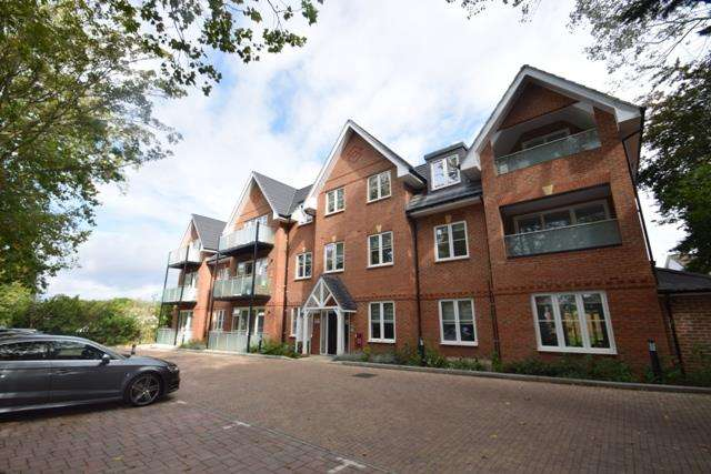 3 Bedrooms Apartment Flat for rent in Orchid House, Carew Road, Northwood, HA6