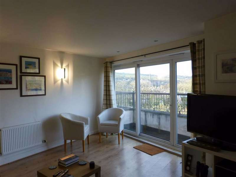 2 Bedrooms Flat for rent in Union Road, New Mills, High Peak, Derbyshire