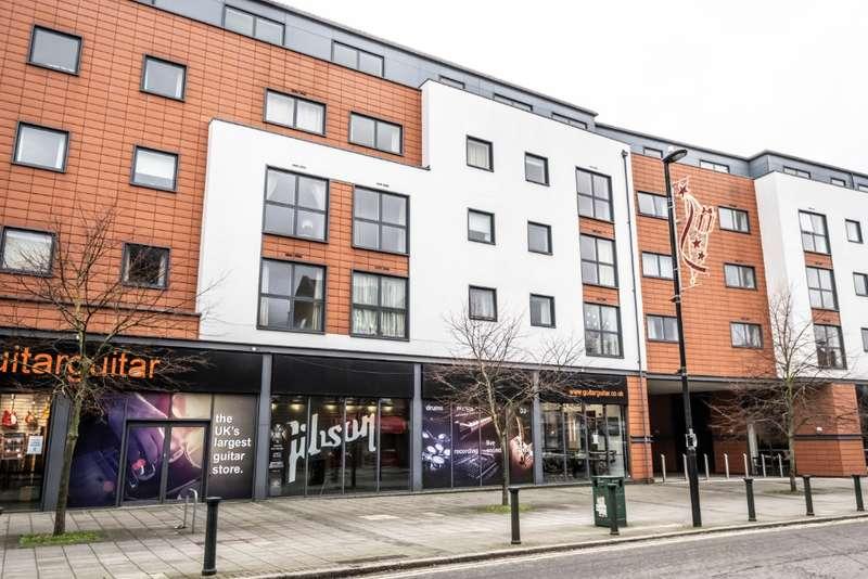 2 Bedrooms Flat for rent in Church Street, , Epsom, KT17 4NR