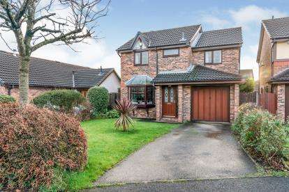 4 Bedrooms Detached House for sale in The Hoskers, Westhoughton, Bolton, Greater Manchester, BL5