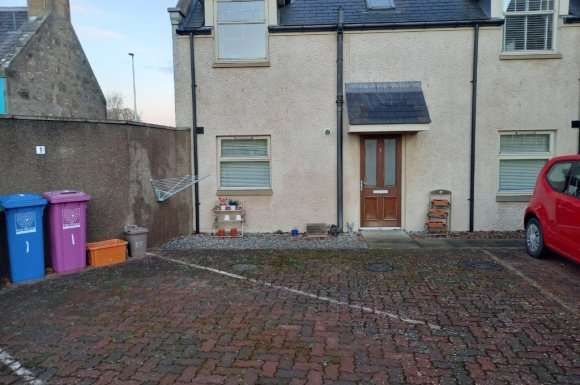 2 Bedrooms Flat for rent in 2 North Street, Elgin, Moray, IV30