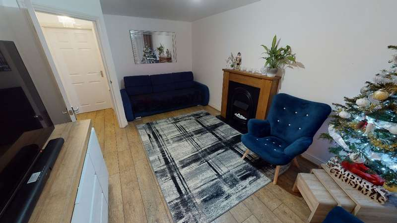3 Bedrooms Detached House for rent in Hyde Park Road, Kingswood, Hull