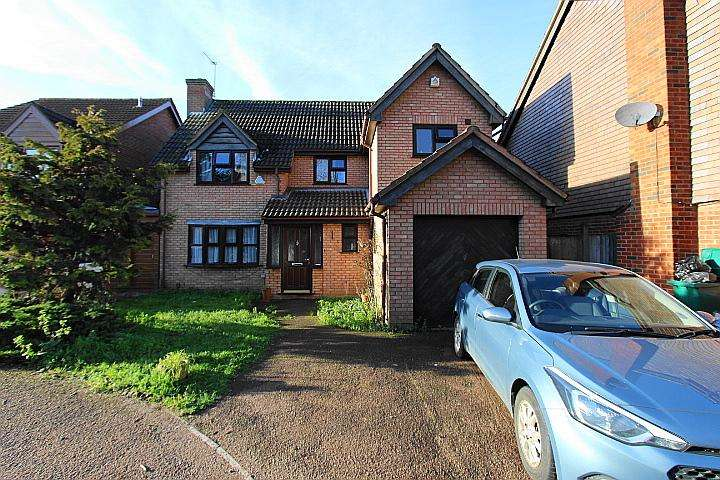 4 Bedrooms Detached House for sale in Darris Close, Yeading, Middx, UB4 9RX