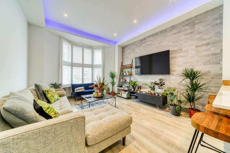 2 Bedrooms Apartment Flat for sale in Cologne Road , Battersea, SW11