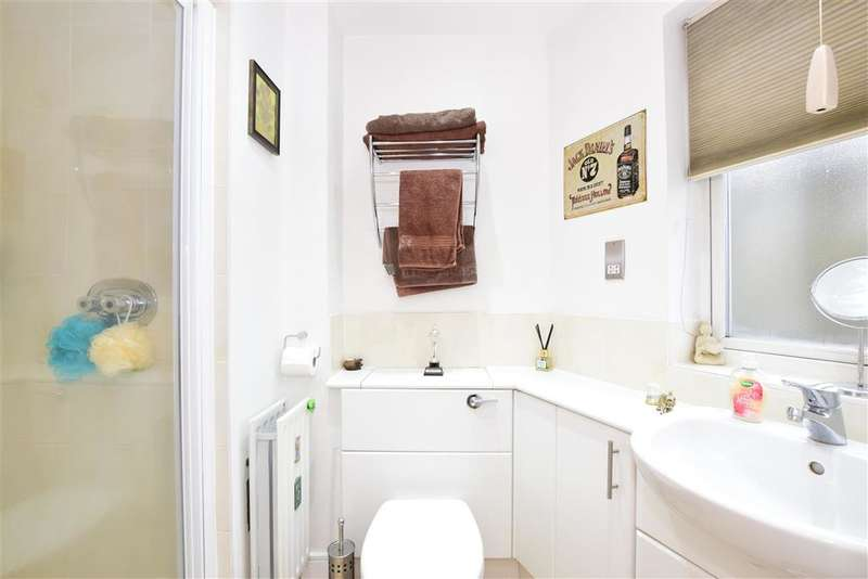 2 Bedrooms Flat for sale in Victoria Road, , Romford, Essex