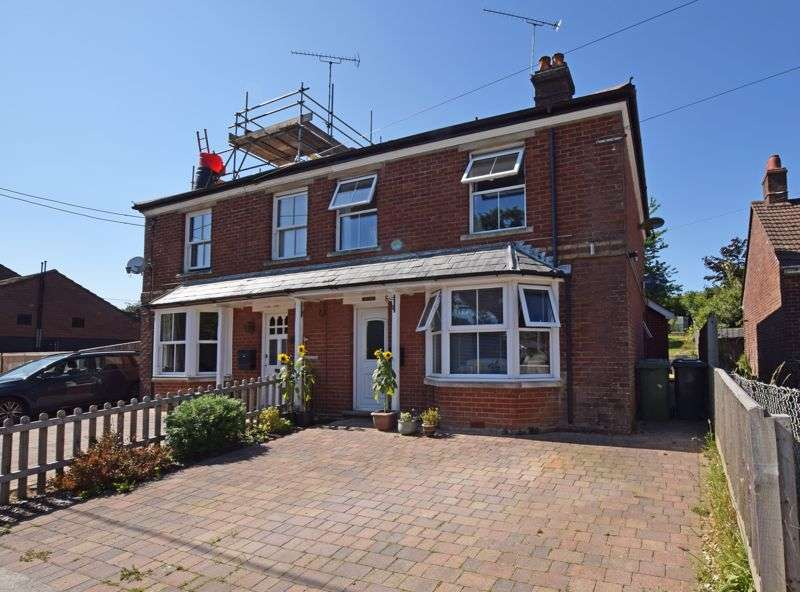 3 Bedrooms Property for sale in Ropley, Alresford, Hampshire