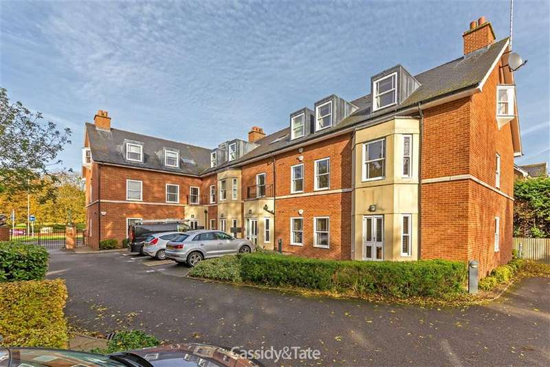 2 Bedrooms Flat for rent in Aventine Court, St Albans, Hertfordshire