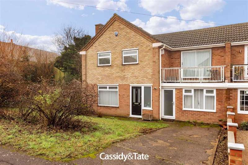 3 Bedrooms Semi Detached House for sale in Garrard Way, Wheathampstead, Hertfordshire