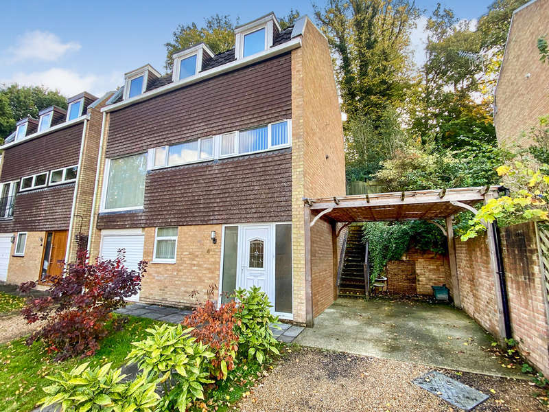 4 Bedrooms Detached House for rent in Surrey Close, Tunbridge Wells