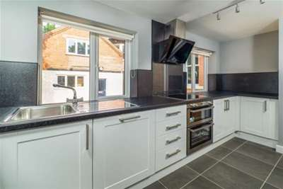 2 Bedrooms Flat for rent in Pelham House, Vivian Avenue, Nottingham, NG5