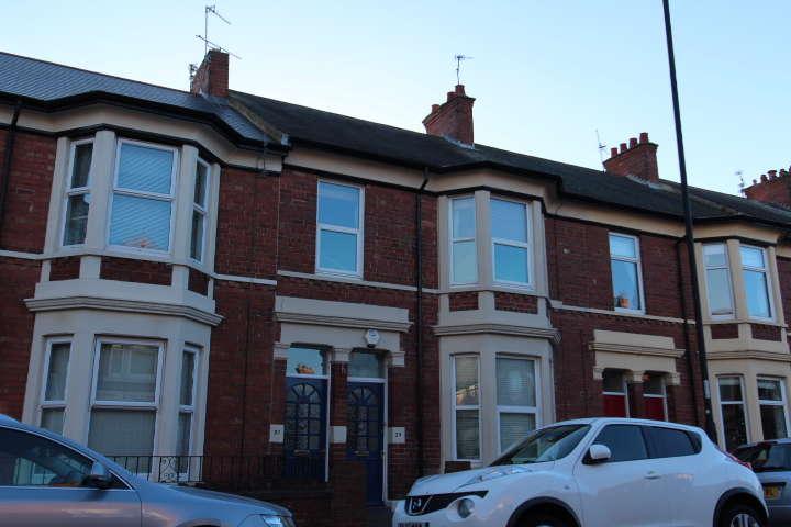 3 Bedrooms Flat for rent in Trevor Terrace, North Shields. NE30 2DF.