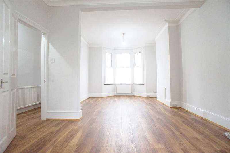 4 Bedrooms Terraced House for rent in Uckfield Road, Enfield