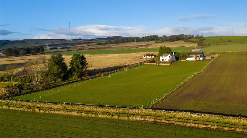 4 Bedrooms Detached House for sale in Newmains Farmhouse, Tealing, Dundee, Angus, DD4
