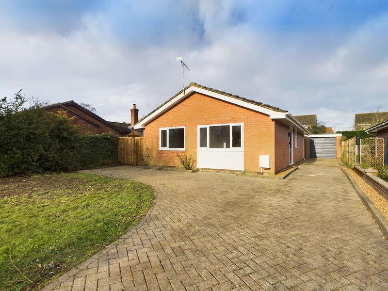3 Bedrooms Detached Bungalow for sale in Cherrywood, Harleston