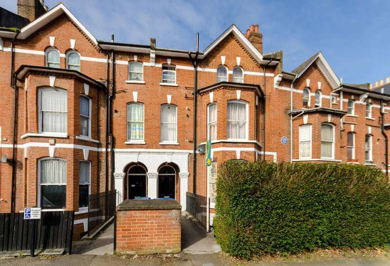 2 Bedrooms Flat for rent in Farquhar Road, Crystal Palace, SE19