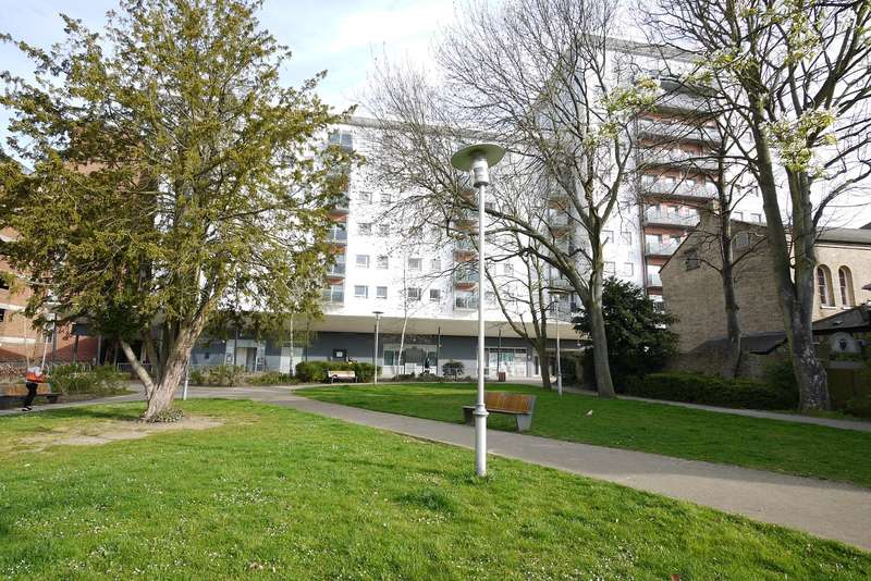 2 Bedrooms Flat for rent in Beckett House, New Road, Brentwood, CM14