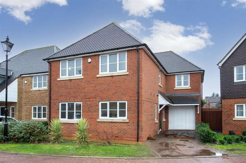 4 Bedrooms Detached House for sale in Brambles Edge, Houghton Regis, Dunstable