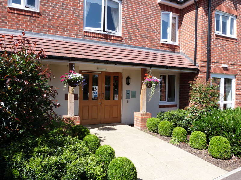 1 Bedroom Flat for sale in King Harold Lodge, Broomstick Hall Road, Waltham Abbey