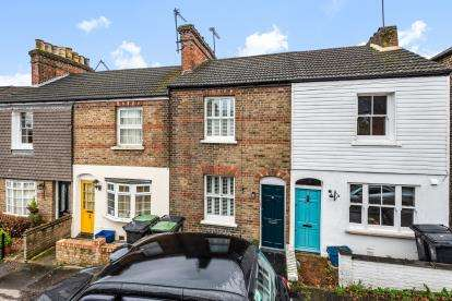 2 Bedrooms Terraced House for sale in Buckhurst Hill, Essex