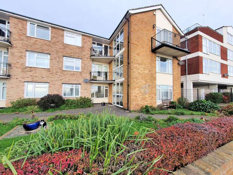 2 Bedrooms Flat for sale in Rampart Terrace, Shoeburyness, Essex, SS3 9AE