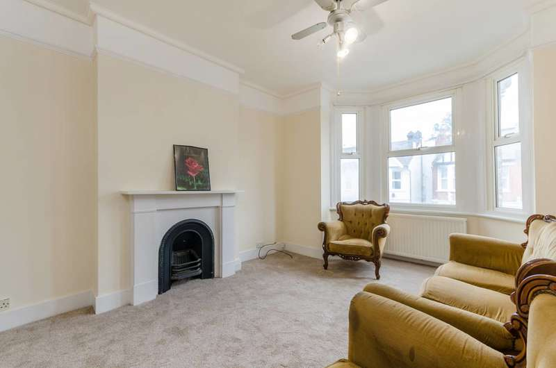 2 Bedrooms Flat for rent in Carew Road, Thornton Heath, CR7