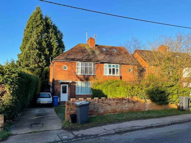 3 Bedrooms Semi Detached House for rent in Whyteladyes Lane, Cookham