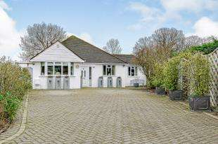4 Bedrooms Bungalow for sale in Oakview Grove, Shirley, Croydon, Surrey