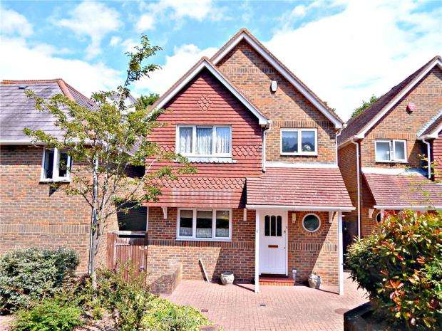3 Bedrooms Detached House for sale in Garden Mews, 15 Beachy Head Road, Eastbourne