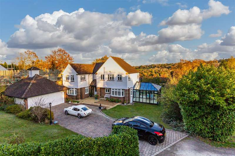 5 Bedrooms Detached House for sale in Highfield, Banstead