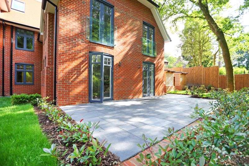 2 Bedrooms Property for sale in Tower Road, Hindhead