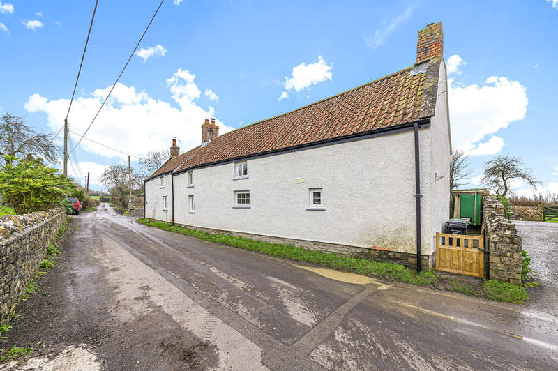 4 Bedrooms Detached House for sale in Stunning renovated cottage in a popular village