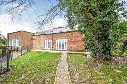 4 Bedrooms Barn Conversion Character Property for sale in Wisbech, South Brink, Wisbech