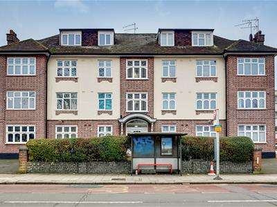 3 Bedrooms Flat for sale in Anson Road, Gladstone Park