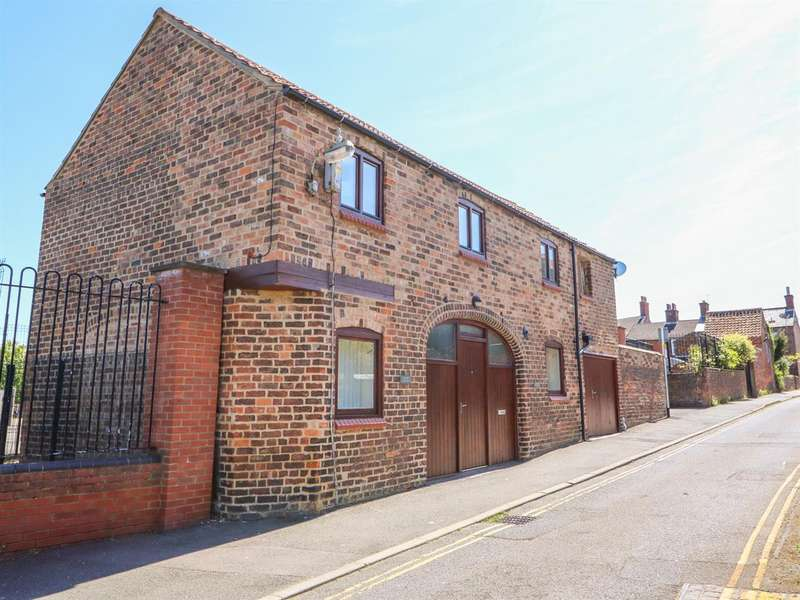 2 Bedrooms Detached House for sale in Cinder Lane, Louth