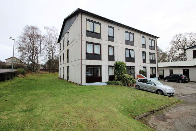 2 Bedrooms Flat for sale in 26 Tulloch Court, Dingwall, IV15 9GU