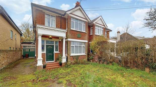 3 Bedrooms Semi Detached House for sale in Wood Lane, Isleworth